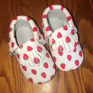 Super cute strawberry Mocs! 5.2 inches
